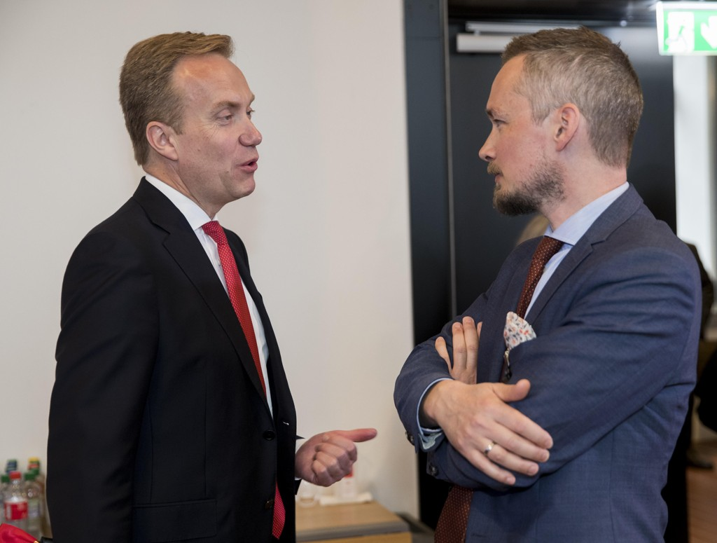 MØTTE PRESSEN: Utenriksminister Børge Brende (t.v) og advokat Hans Marius Graasvold på pressekonferansen 17. mai i forbindelse med Joshua French-saken.
