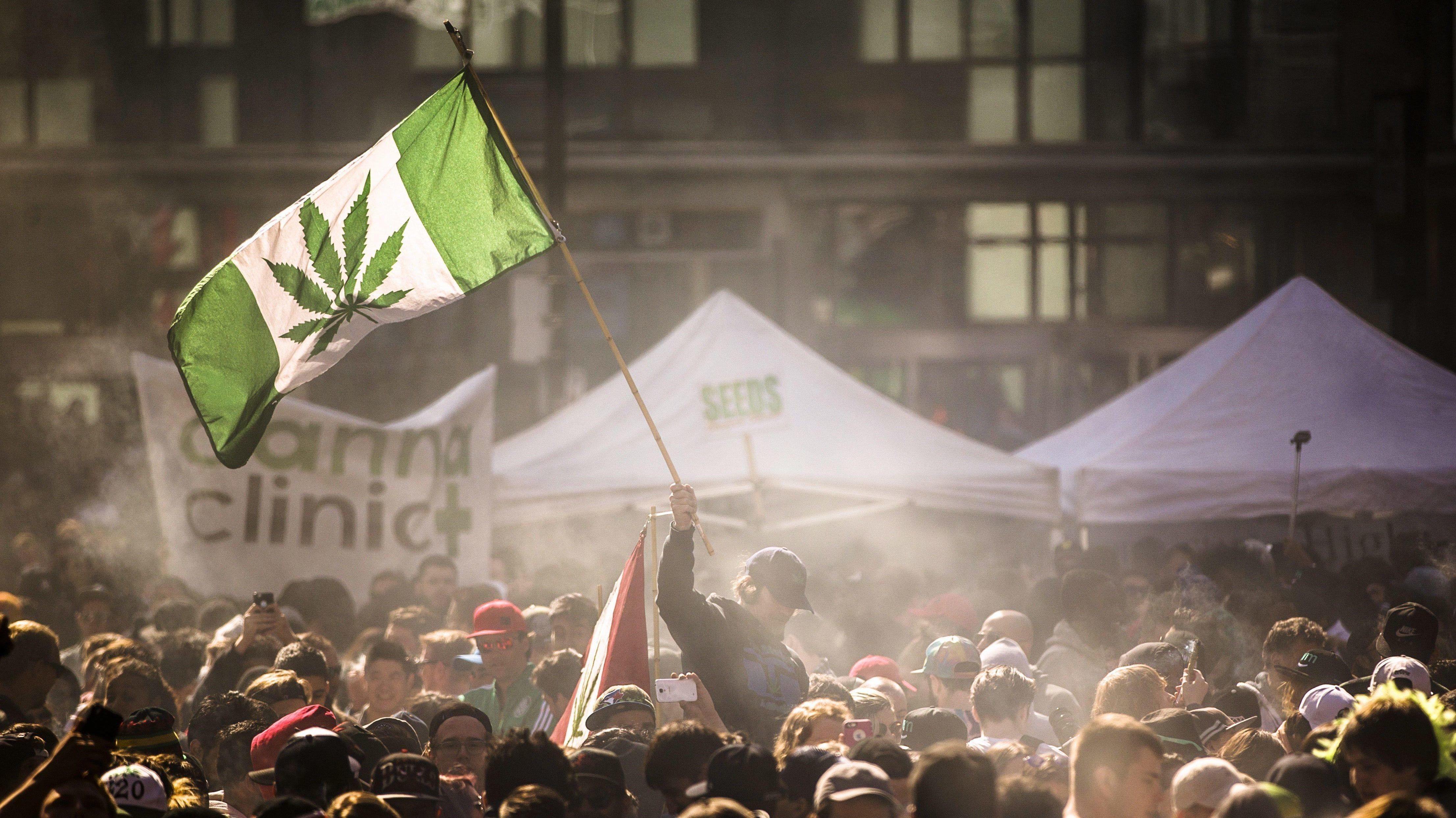 O, CANADA: Det går mot legalisering av marjuana i Canada. Bildet er fra Toronto i april 2016.