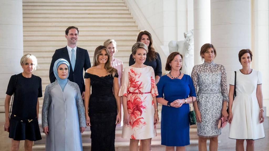 KONER OG MANN: Gauthier Destenay, ektemannen til Luxembourgs statsminister, Xavier Bettel var den eneste mannen på bildet.