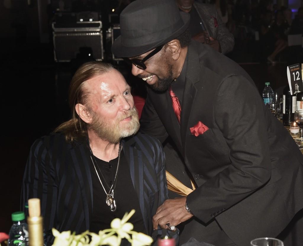 GREGG ALLMAN (til venstre) er død. Her i samtale med William Bell under Otis Reddings 75-årsdag i september i fjor.