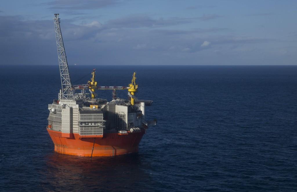 Det internasjonale energibyrået, IEA, oppfordrer Norge til å øke olje- og gassproduksjonen i framtiden, og anbefaler å gi oljeindustrien tilgang til nye områder. Her fra Goliat-feltet i Barentshavet.