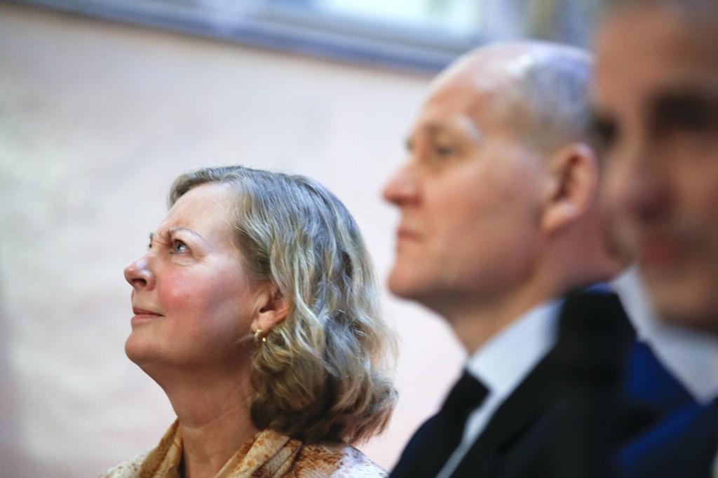 Konsernsjef Sigve Brekke og Norge-sjef Berit Svendsen fra Telenor må kreve mindre penger fra de som leier mobilnett av dem.