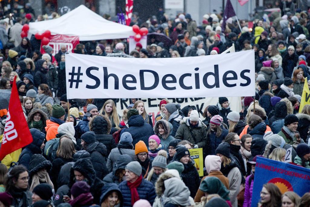 FEMINISTISK INITIATIV vil gjøre kvinnedagen til en nasjonal fridag. Dette bildet er fra årets 8. mars-markering på Youngstorget i Oslo.
