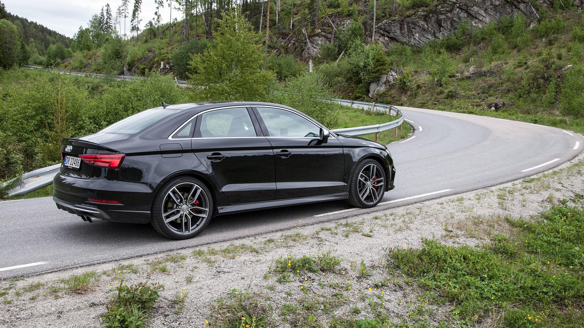 RÅTASS: Den ser ikke spesielt rå ut, men med 310 hestekrefter og drift på alle fire hjul, går det unna med Audi S3.