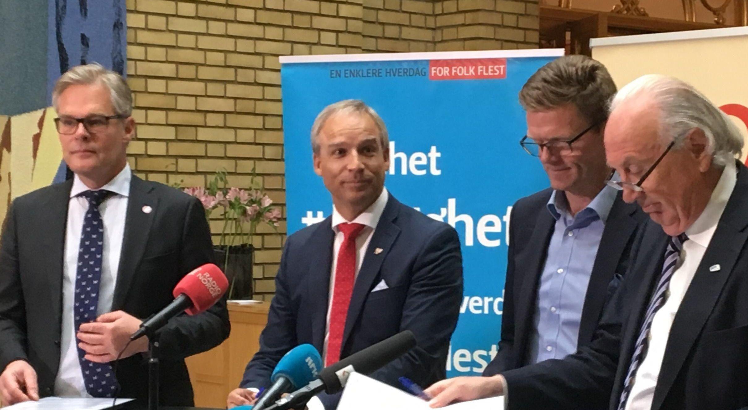 De fire samarbeidspartiene presenterte løsningen i budsjettforhandlingene onsdag.