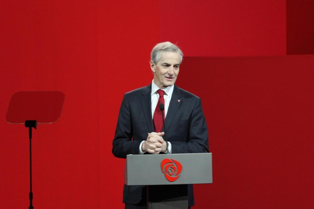 Ap-leder Jonas Gahr Støre og Arbeiderpartiet stemmer ned forslag om å fjerne trygdesærordninger for flyktninger.