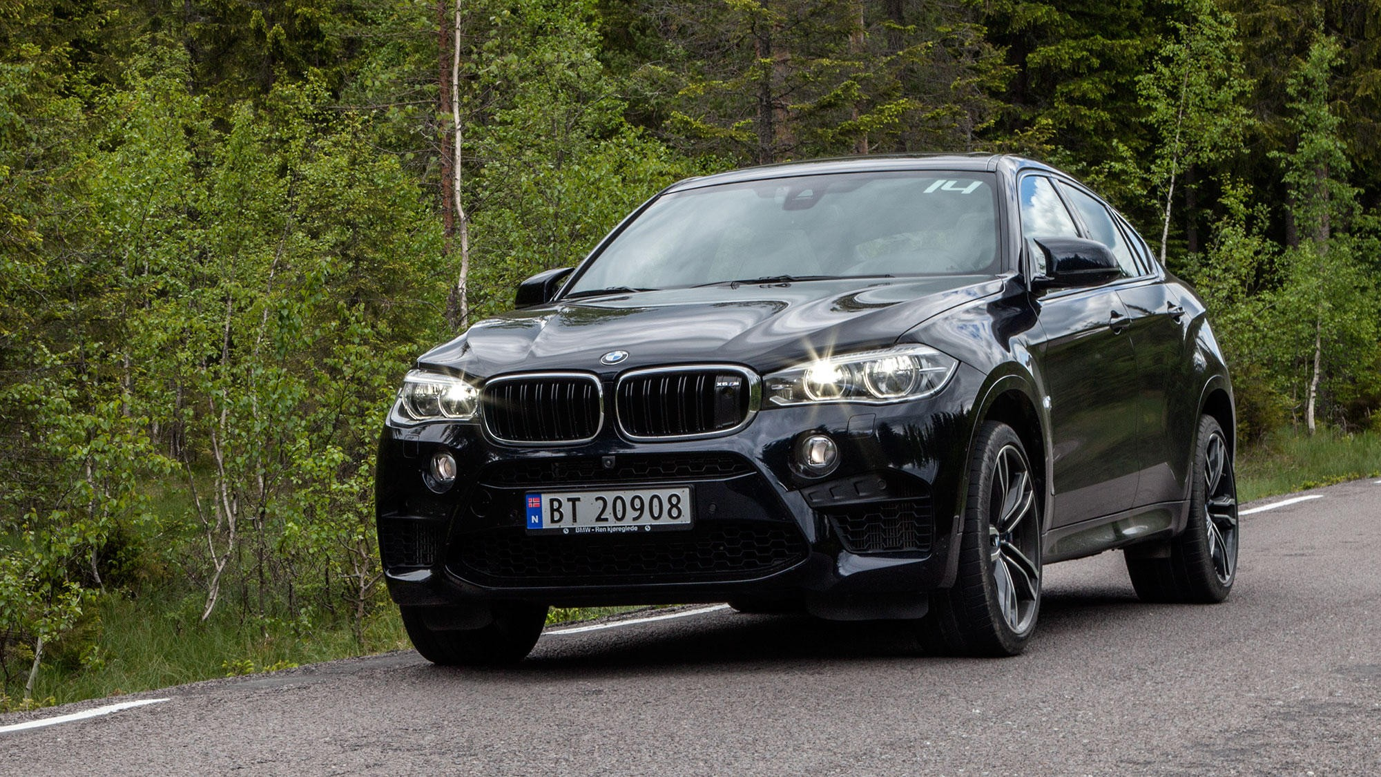 BMW PÅ FREKKASTOPPEN: BMW går til topps når nordmenn blir spurt hvilket merke som har de frekkeste sjåførene. Her er SUV-en X6, en av de minst politisk korrekte bilene i deres modellutvalg.