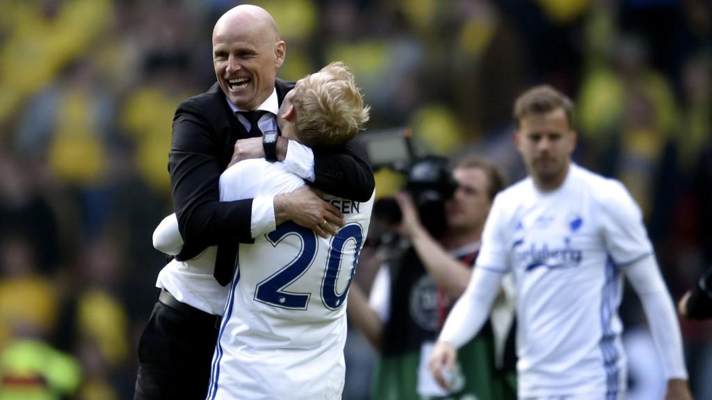 MESTERE: Ståle Solbakken feirer sammen med Nicolai Boilesen etter at FC København vant cupfinalen mot Brøndby i mai. Det spørs om han er like begeistret over det tøffe kampprogrammet som innleder neste sesong.