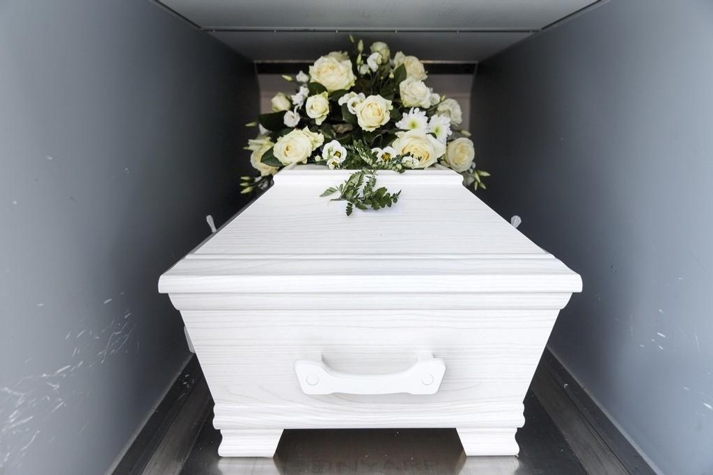 Norske begravelses- og kremasjonsmetoder er ikke spesielt miljøvennlige, og flere ser til økologiske metoder for å la kroppen vende tilbake til jord uten å gjøre noen skade på naturen.