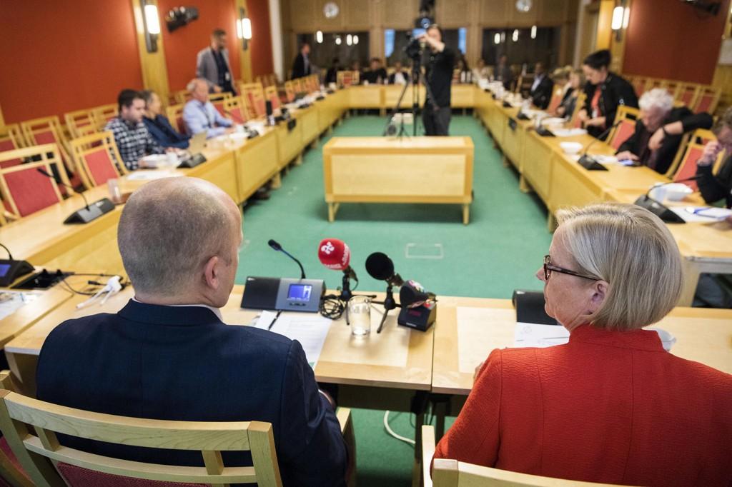 SENTERPARTIET: Partileder Trygve Slagsvold Vedum og parlamentarisk leder Marit Arnstad under Senterpartiets siste pressekonferanse før sommeren.