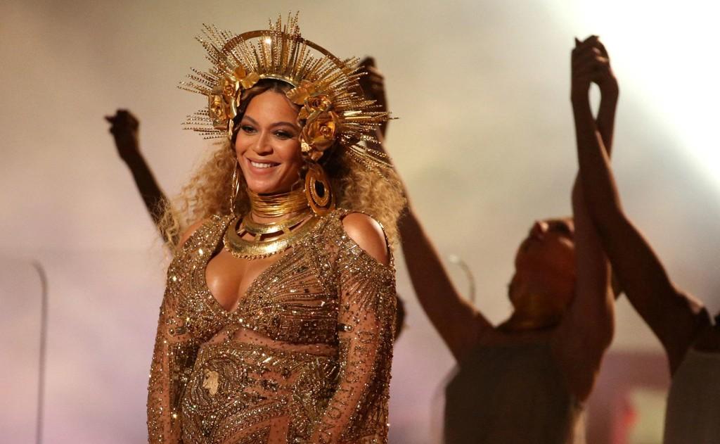 BABYLYKKE; Beyonce opptrer her under Grammy Awards i Los Angeles, California i februar. 18. juni ble hun mor for andre gang, denne gangen til tvillinger.