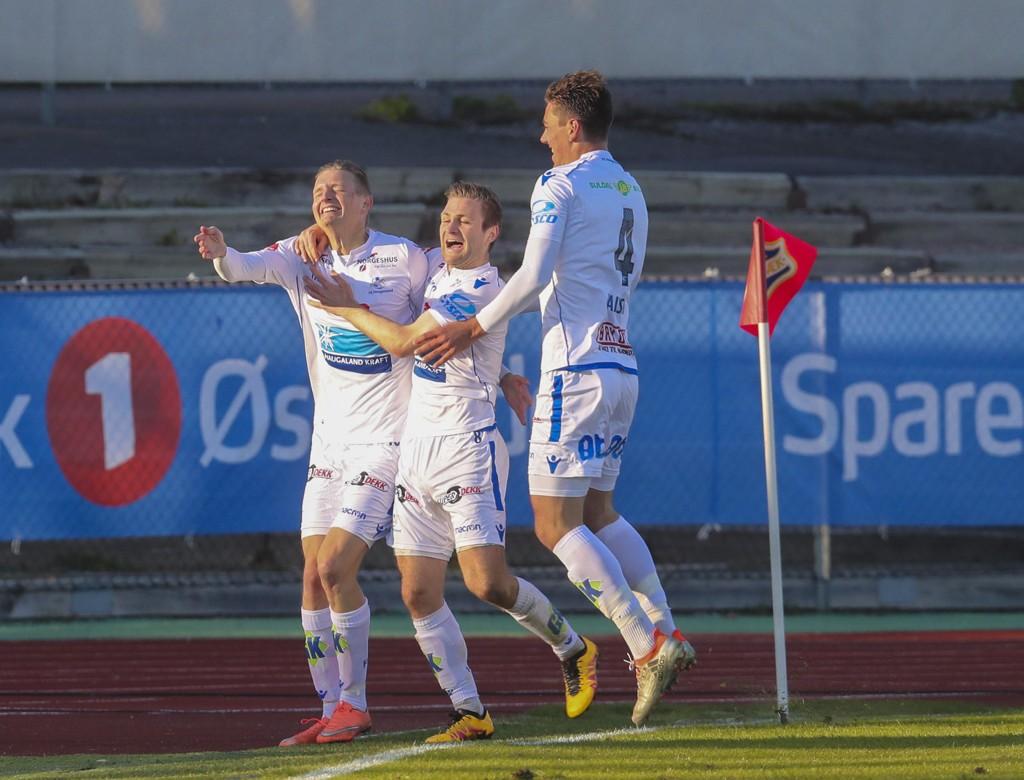 Erik Huseklepp (tv) jubler etter 0-2 scoring for Haugesund, sammen med Sondre Tronstad og Fredrik Pallesen Knudsen i bortetriumfen mot Stabæk tidligere i sesongen.