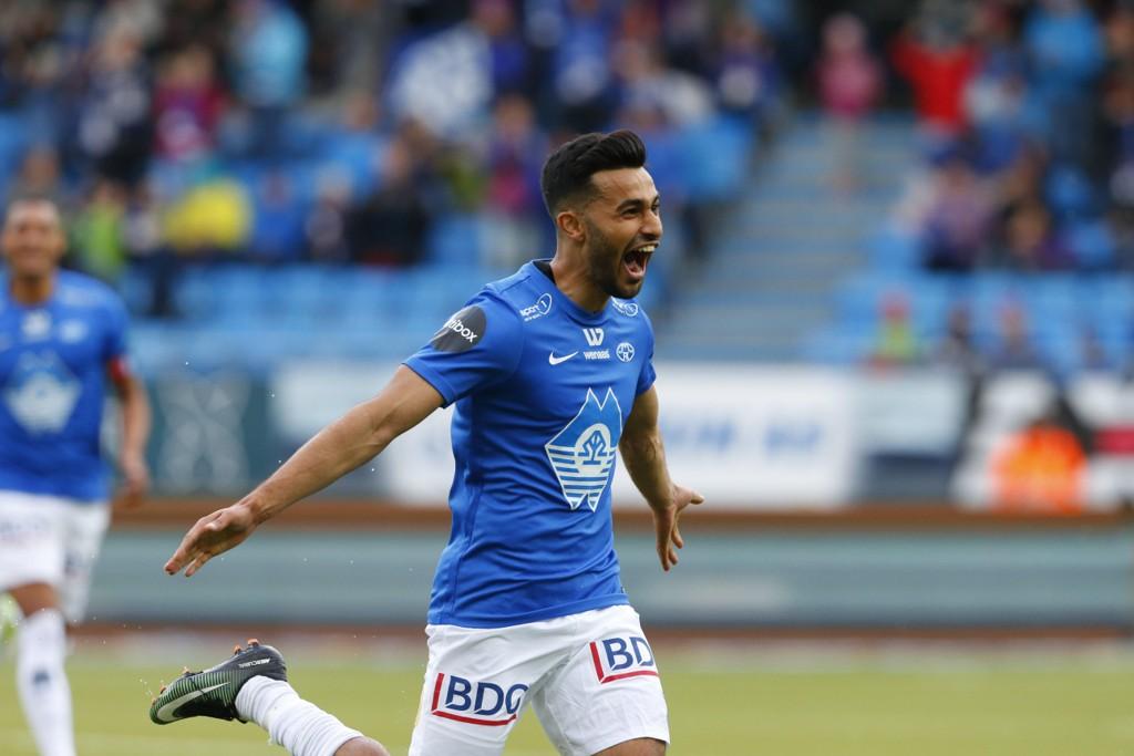 PERLE: Etzaz Hussain scoret et nydelig mål mot Tromsø.