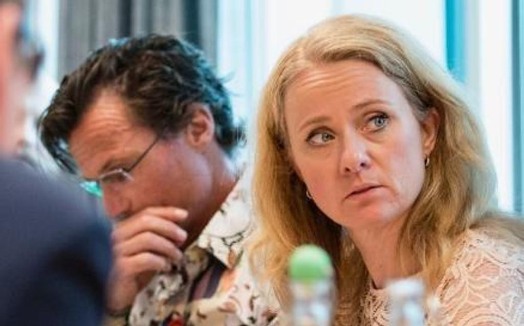 Arbeidsminister Anniken Hauglie (H) og hotellkongen Petter Stordlaen går offensivt ut for å få flere unge NAV-ere i arbeid.