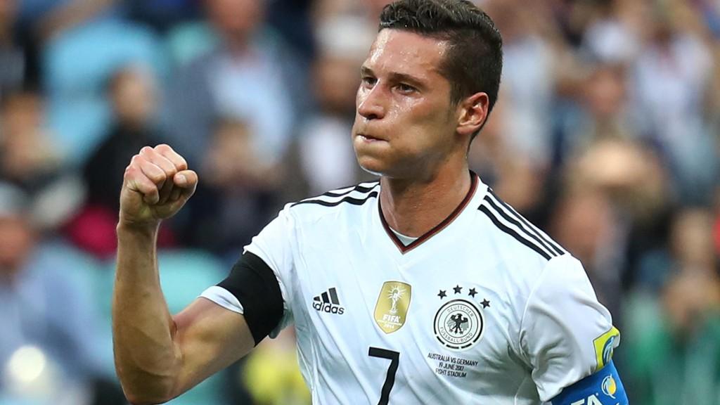 SCORET: Julian Draxler scoret ett av Tysklands mål i møtet med Australia mandag.
