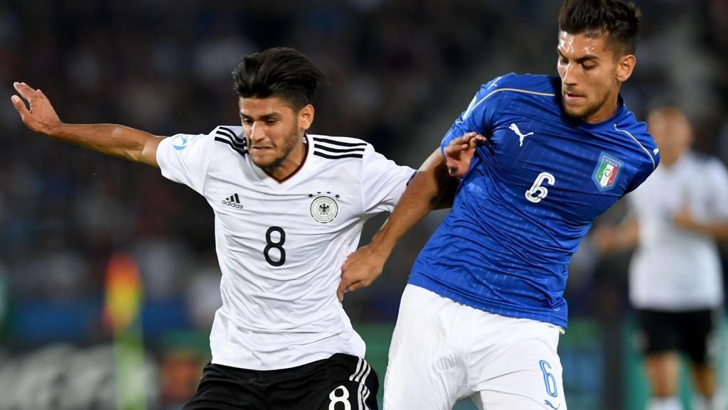 FÅR KJEFT: Slovakia raser mot Tyskland og Italia etter lørdagens storkamp i U21-EM. her er Mahmoud Dahoud og Lorenzo Pellegrini i duell.