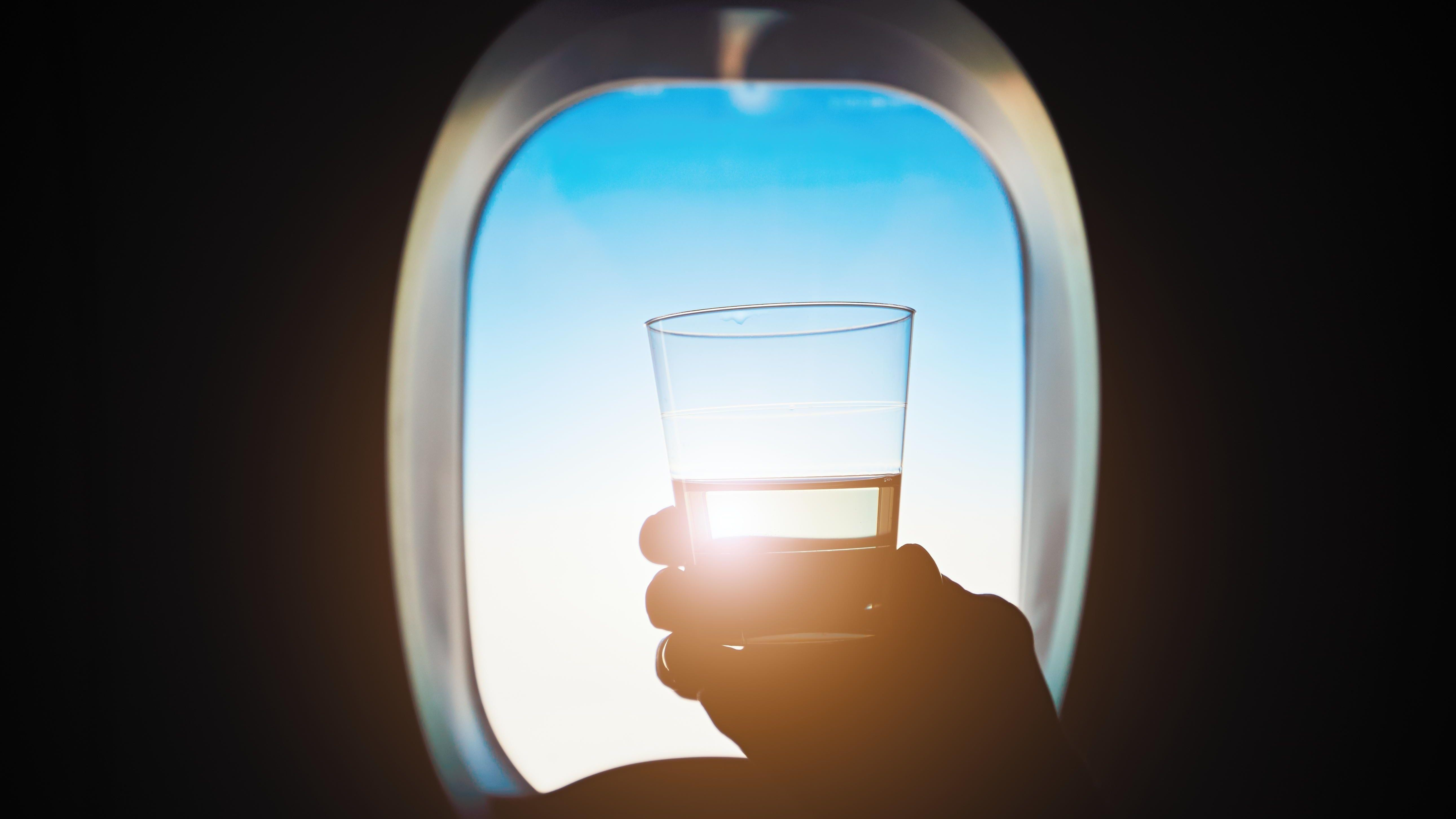 ALKOSTOPP: Turistsjef ved øygruppen Balearne har bedt EU-kommisjonen om alkoholforbud både på flyplasser og på flyet.