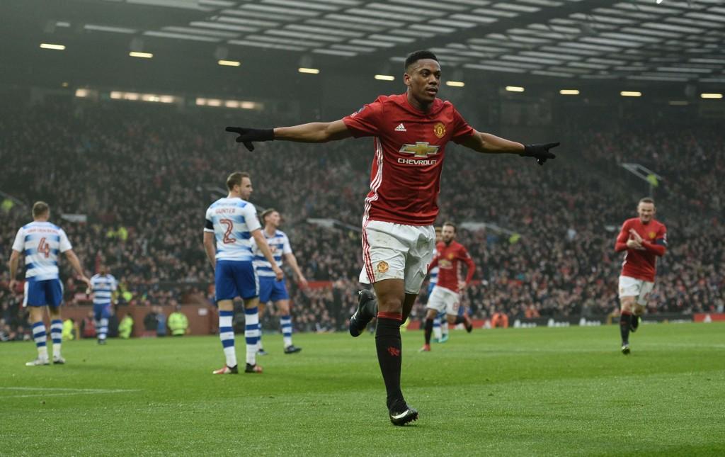 TROEN PÅ MARTIAL: Mikael Silvestre sier at han tror Martial vil blomstre igjen for Manchester United denne sesongen.