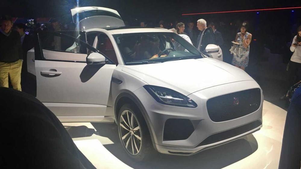Her er den akkurat avduket: Splitter nye Jaguar E-Pace. Jaguars nye og kompakte SUV kommer på markedet tidlig neste år.