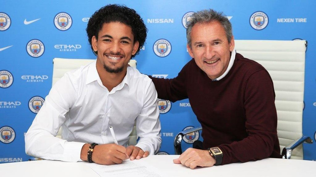 KLAR FOR CITY: Brasilianske Douglas Luiz har signert for Manchester City.