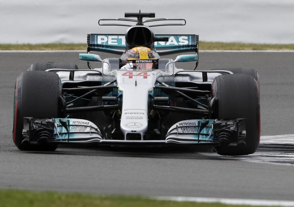 HJEMMESEIER: Briten Lewis Hamilton i Mercedes tok en klar hjemmeseier på Silverstone søndag.