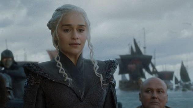DAENERYS ER KLAR FOR KAMP: I første episode ser vi dragemoren returnere til fødestedet sitt.