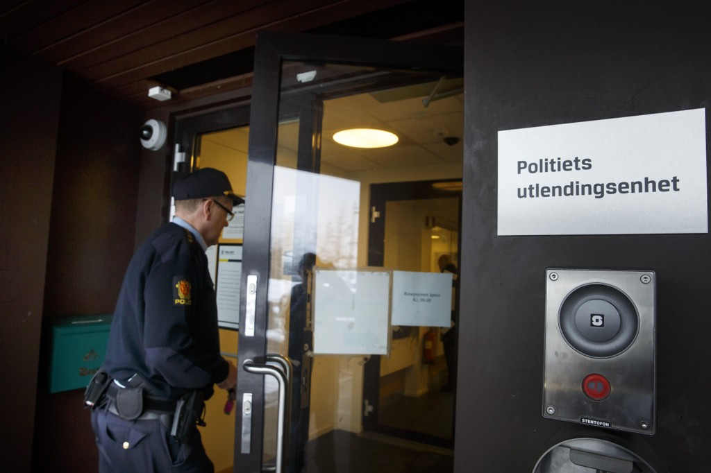 Politiets utlendingsenhet (PU) har tvangsutsendt 29 prosent færre personer første halvår i år enn etter samme periode i fjor.