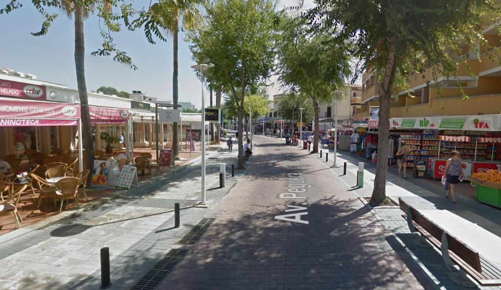 ÅSTED: Skytingen skjedde på en kafé langs Avenida Peguera på Mallorca.