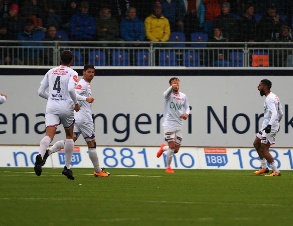 UTLIGNET: Ghayas Zahid (høyre) utlignet for Vålerenga mot Kristiansund.