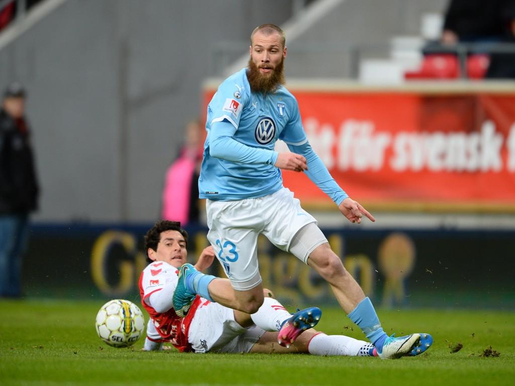 JAGER SCORING: Jo Inge Berget og Malmö har på pussig vis havnet på defensiven mot makedonske Vardar.