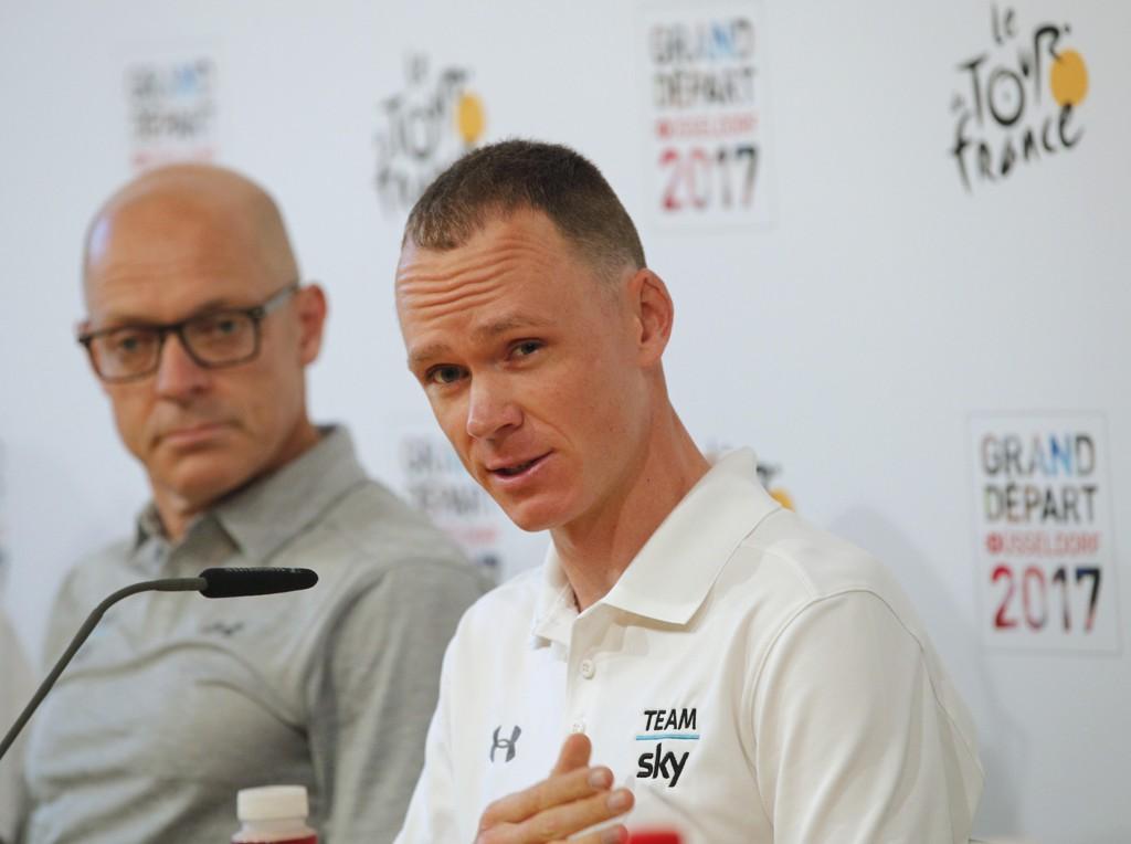 HVILEDAG: Sky-sjef Sir Dave Brailsford og Chris Froome møtte pressen mandag.