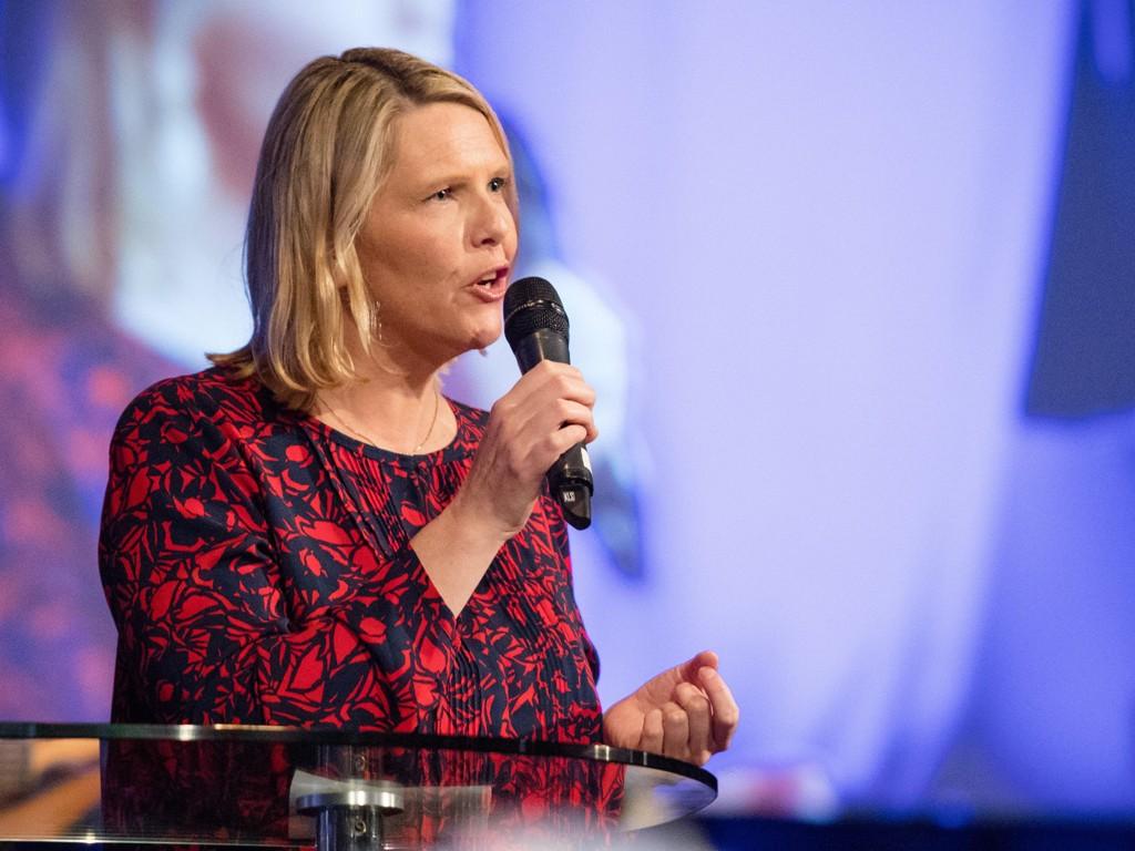 DEBATT OM HIJAB: Innvandrings- og integreringsminister Sylvi Listhaug (Frp) under debatten på Evangeliesenteret i Østfold onsdag.