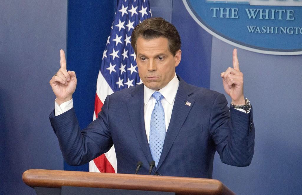 Scaramucci (bildet), en rik finansmann og jurist fra New York, ble hentet inn som Trumps kommunikasjonssjef til protester fra pressetalsmann Sean Spicer, som reagerte med selv å gå av.