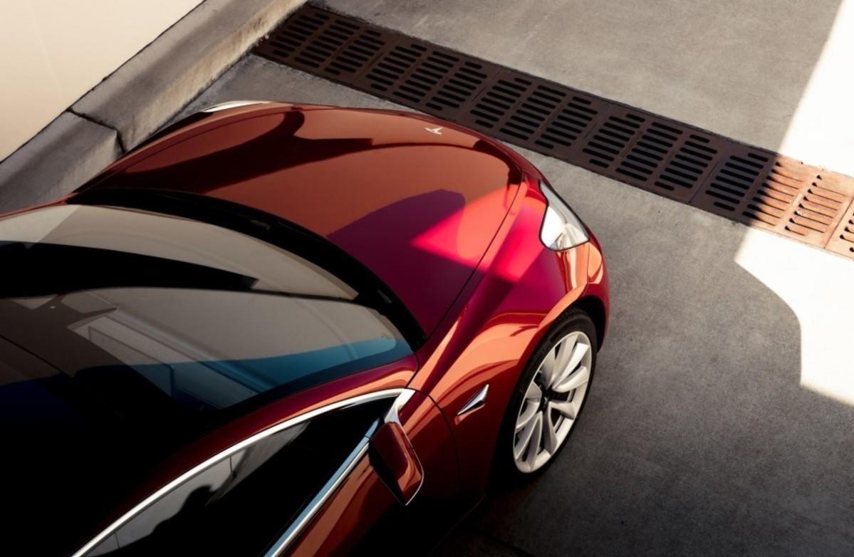 Endelig er Tesla på plass med sin volummodell: Model 3. Broom er blant de aller første i verden som får teste den.