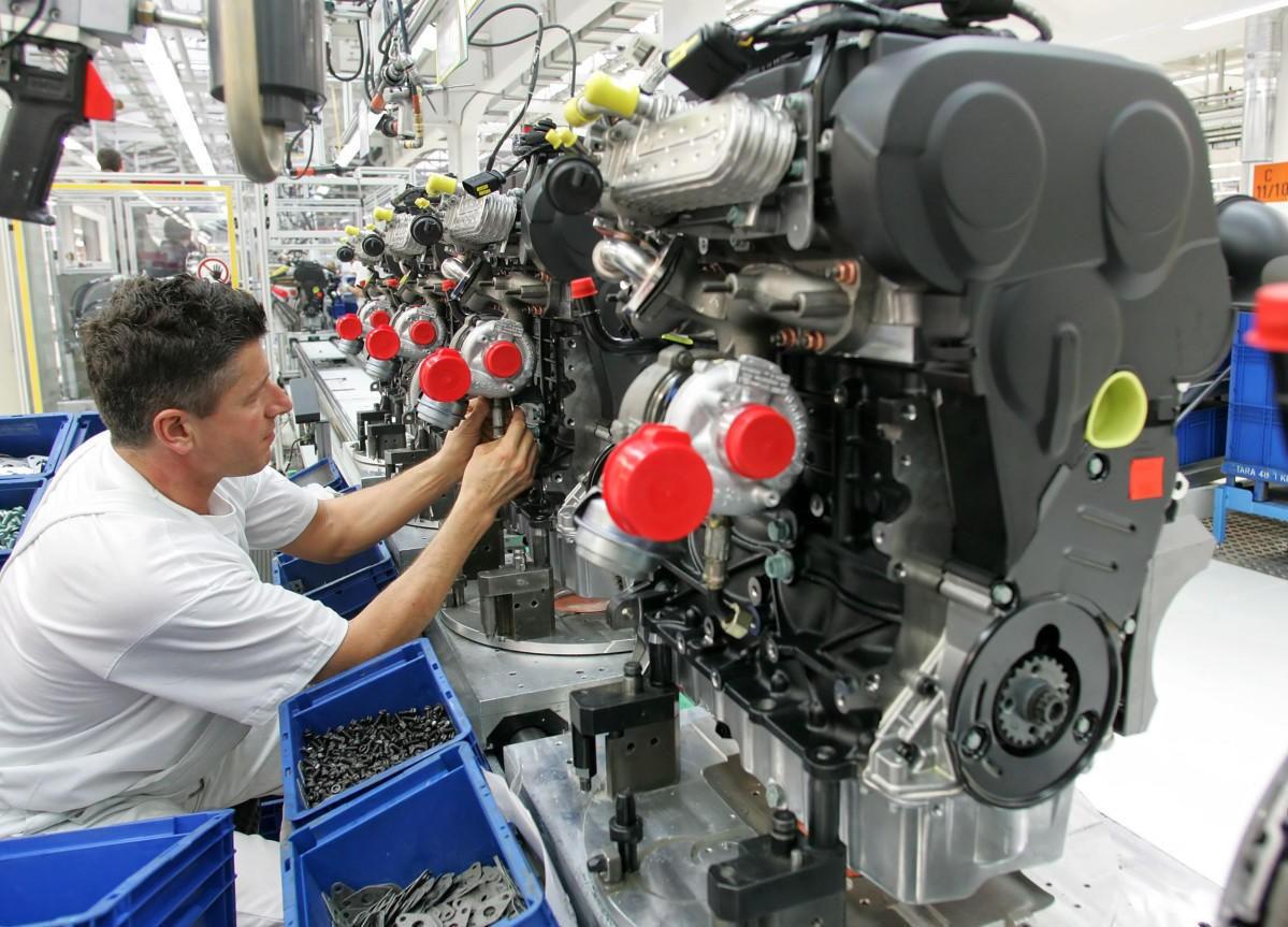 Tysk bilindustri har blitt enig med regjeringen om å kutte utslippene. Nå skal flere millioner dieselbiler inn på verksted.