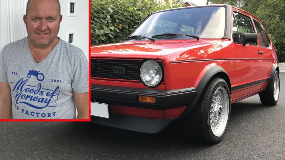PRIKKEN OVER I-EN: Espen Tangerud kjøpte den klassiske Golf GTIen for fem år siden. Siden den tid har bilen blitt totalrestaurert. Og prikken over i-en er det nye, personlige skiltet den har fått.