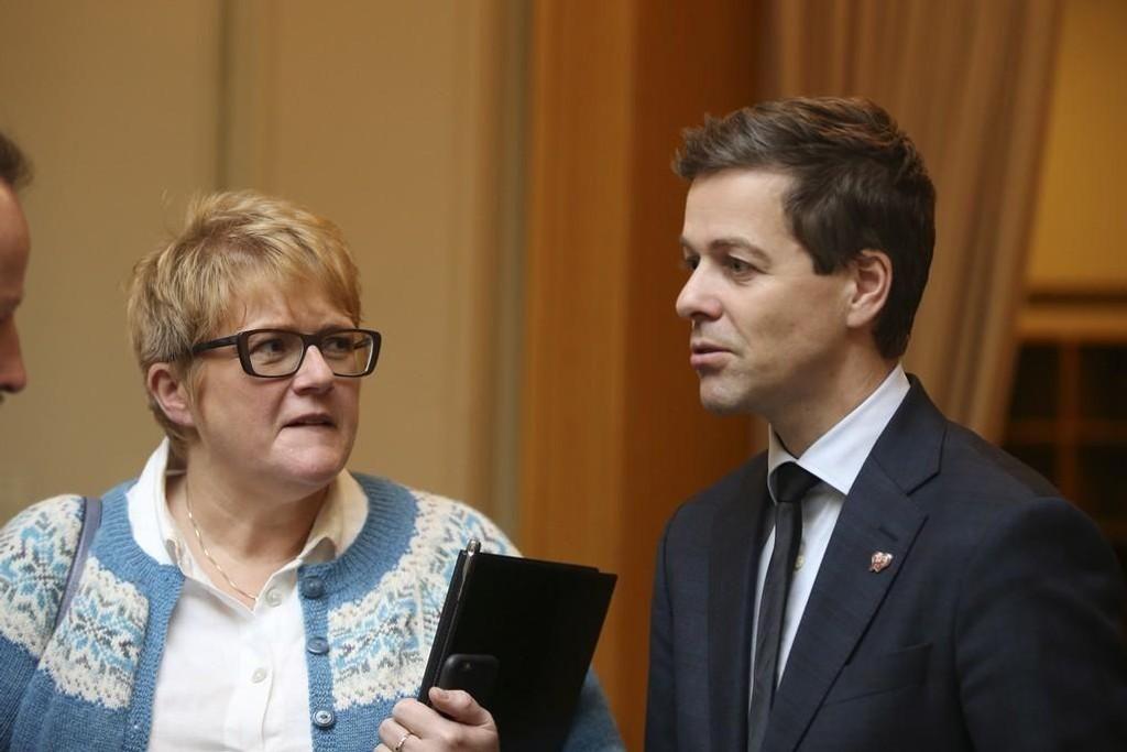 Venstre-leder Trine Skei Grande og Kr.F-leder Knut Arild Hareide avbildet i november 2015.