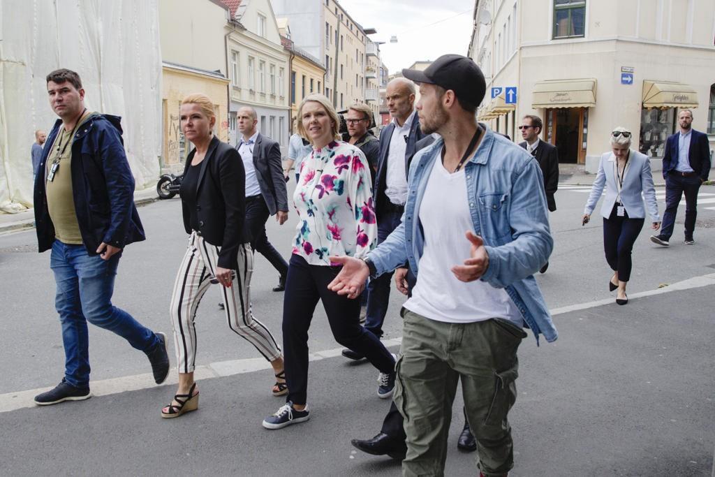 زارت الوزيرتان مركزا للاجئين، حتى يتسنى للوزيرة الدانماركية ستويبارغ التعرف على كيفية إدارة النرويج لسياسة الترحيل و التوطين مع اللاجئين