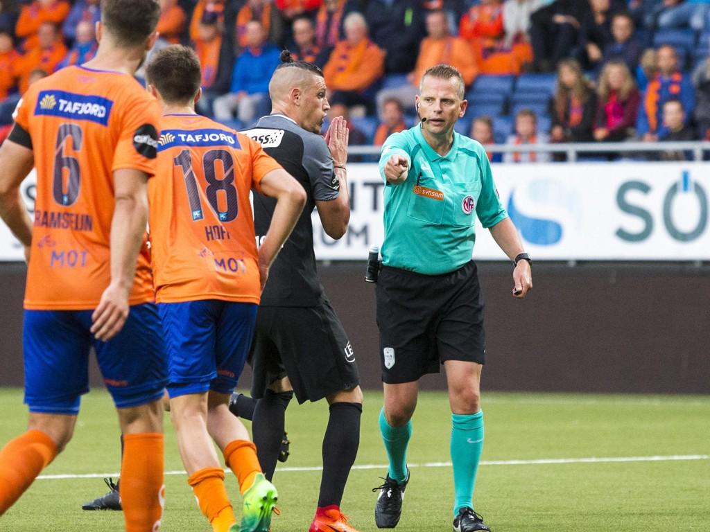 FÅR IKKE DØMME: Trygve Kjensli og Vito Wormgoor i hadde sine uenigheter da Aalesund og Brann nylig. Dommeren fjernet fra dommeroppsettet til neste runde i Eliteserien.
