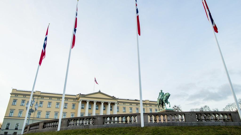 Illustrasjonsfoto: Det norske flagget vaier på Slottet.