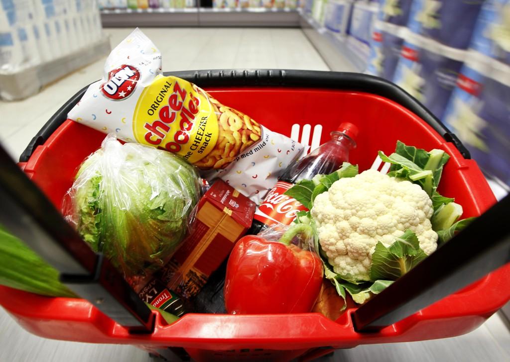 DYRERE: Det koster mer å handle matvarer.