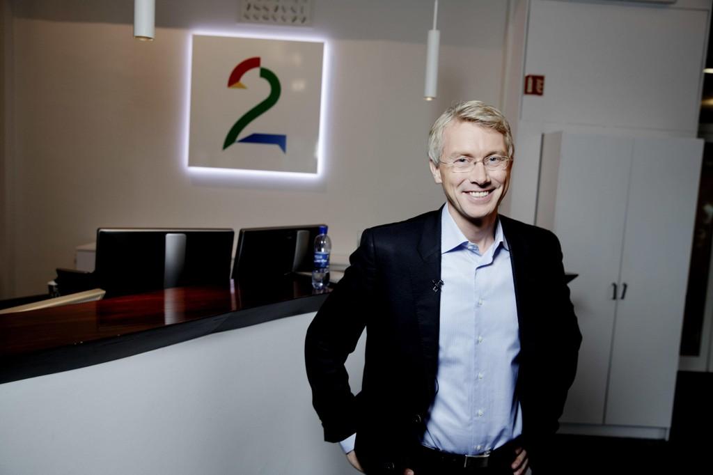 Sjefredaktør i TV 2 Olav Sandnes sliter med å få TV-kanalene i pluss.