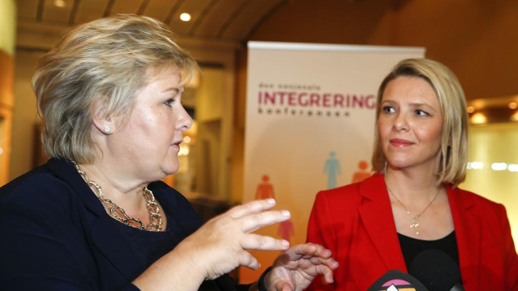 Statsminister Erna Solberg mener Sylvi Listhaugs karakteristikk av Knut Arild Hareide minner om kommentarfelt-kommentar.