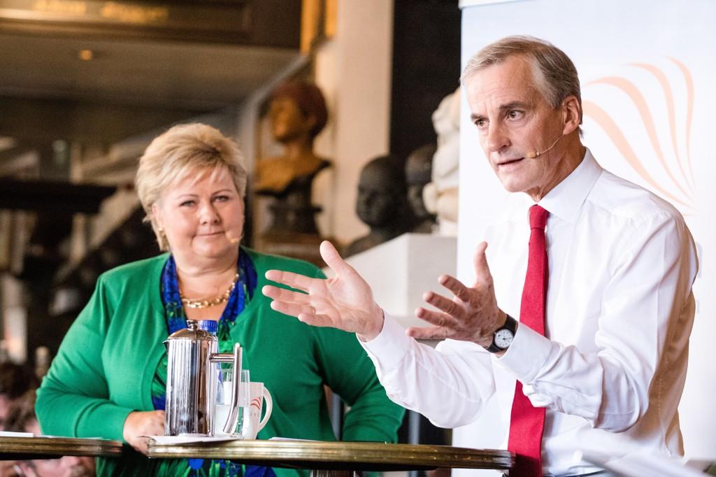 GÅR NED: Arbeiderpartiet går ned på ny meningsmåling. Her er leder Jonas Gahr Støre i debatt med Høyre-leder Erna Solberg i Oslo onsdag.