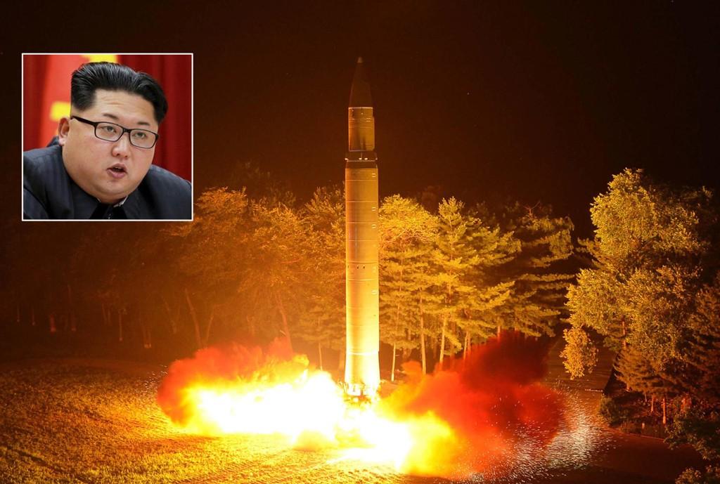 Nord-Korea og Kim Jong-uns evne til å slå til mot USA kan være større enn tidligere antatt, ifølge amerikansk etterretning. Bildet, datert 28. juli, er utgitt av nordkoreanske myndigheter og viser det som skal være prøveoppskyting av en interkontinental rakett.