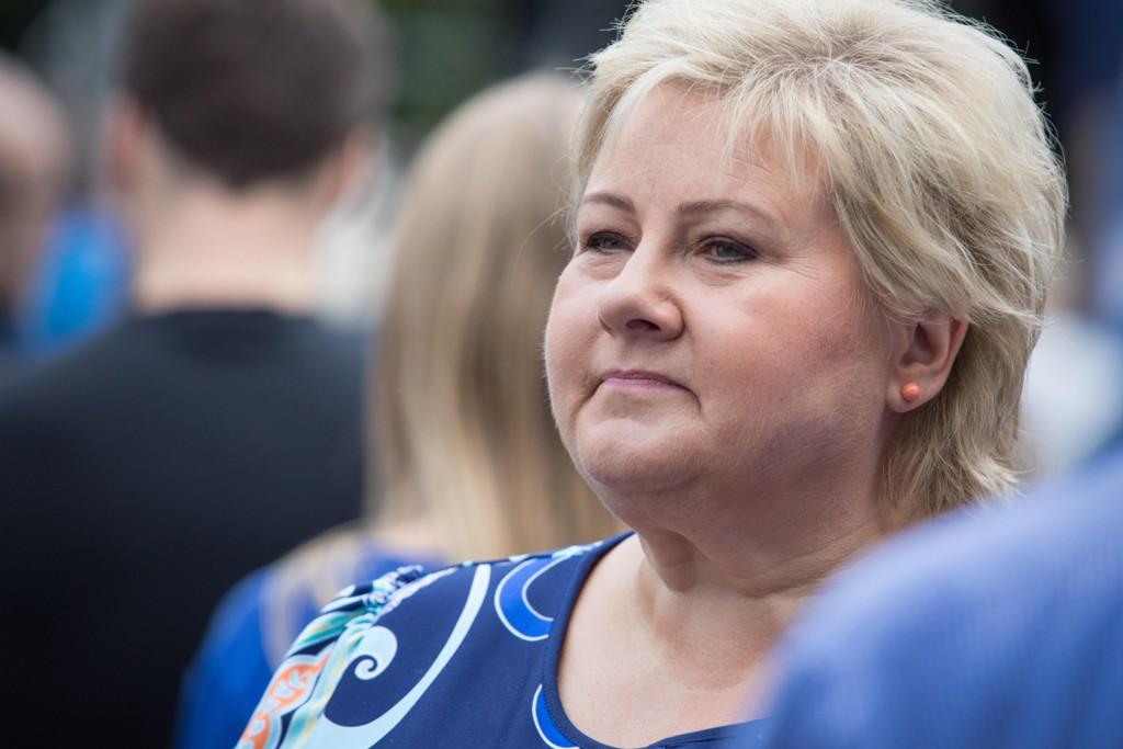 Statsminister Erna Solberg tror årets valgkamp blir et tett race.