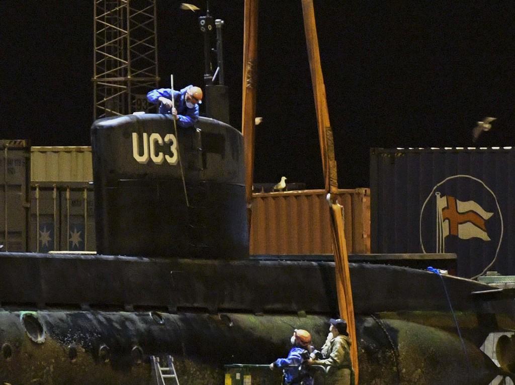 Kriminalteknikere har undersøkt ubåten UC3 Nautilus etter at den ble hevet utenfor Dragør og fraktet til Frihavnen i København natt til søndag