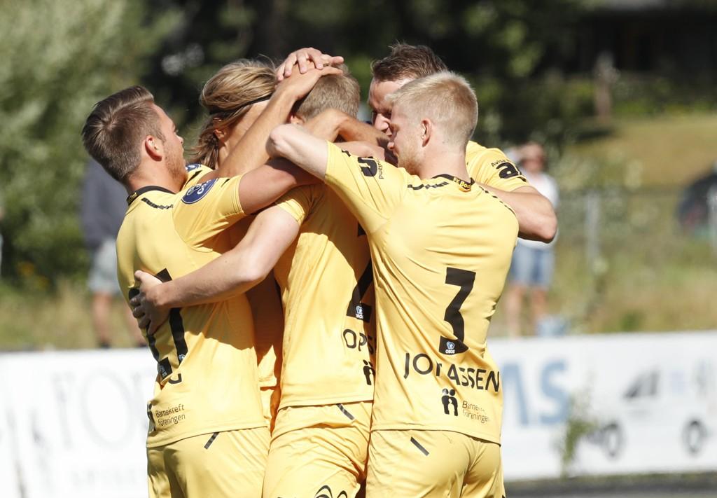 VANT: Bodø/Glimt-spillerne feirer scoring mot Elverum på Elverum stadion søndag ettermiddag.