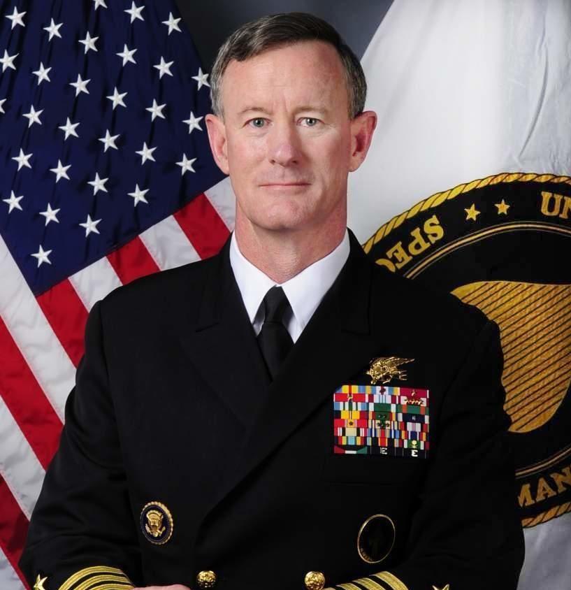 Admiral William H. McRaven hylles for sin tale om de viktige tingene i livet.