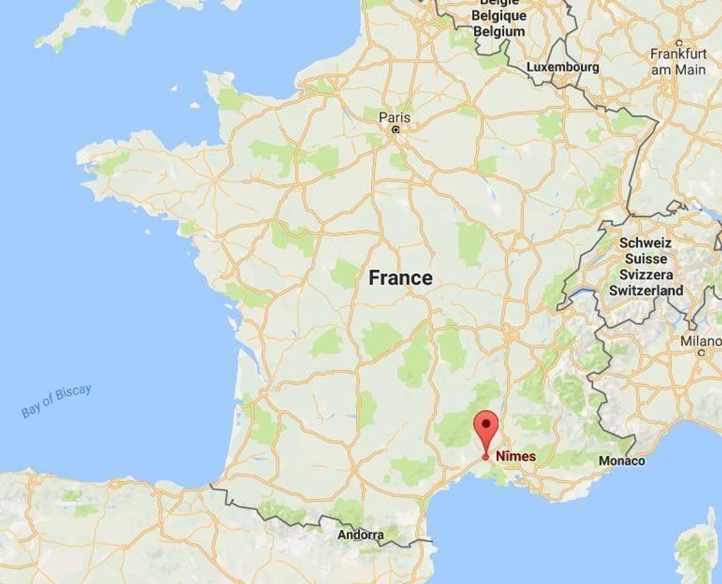 Franske myndigheter avkrefter at det er avfyrt skudd på togstasjonen i Nimes, men ber folk om å unngå området rundt den aktuelle togstasjonen i Nimes, sørøst i Frankrike.